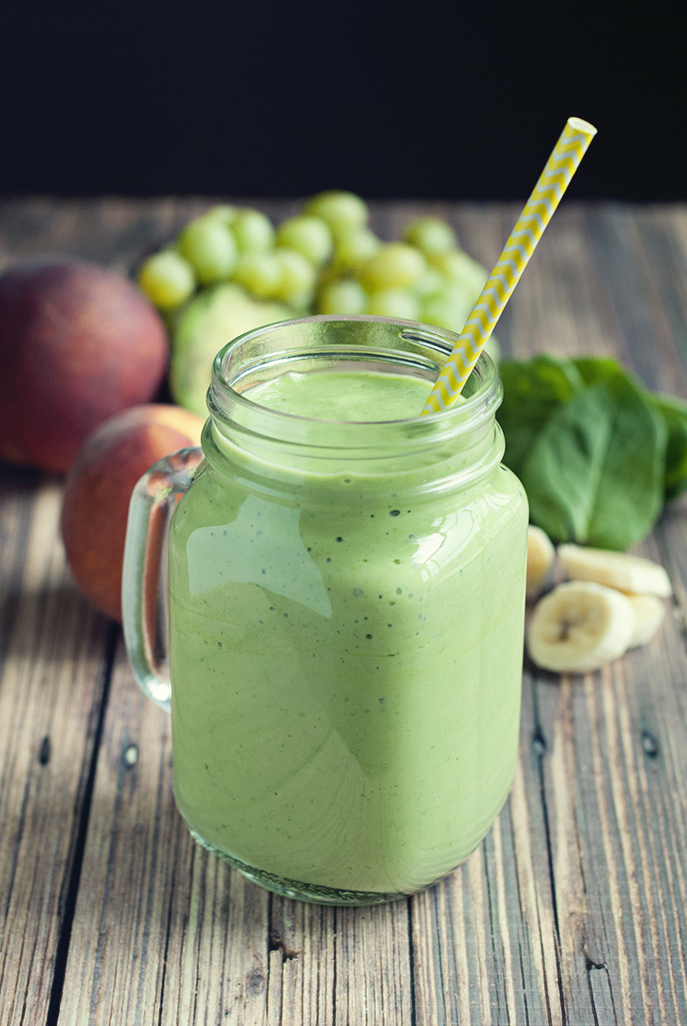 This banana peach green smoothie is delicious enough to make you WANT the leafy goodness! #smoothielife