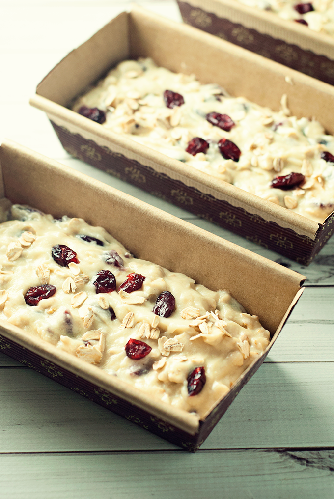 This amazingly easy cranberry & oat quick bread is perfect for your fall menu as an addition to breakfast, dinner, or as a simple snack!