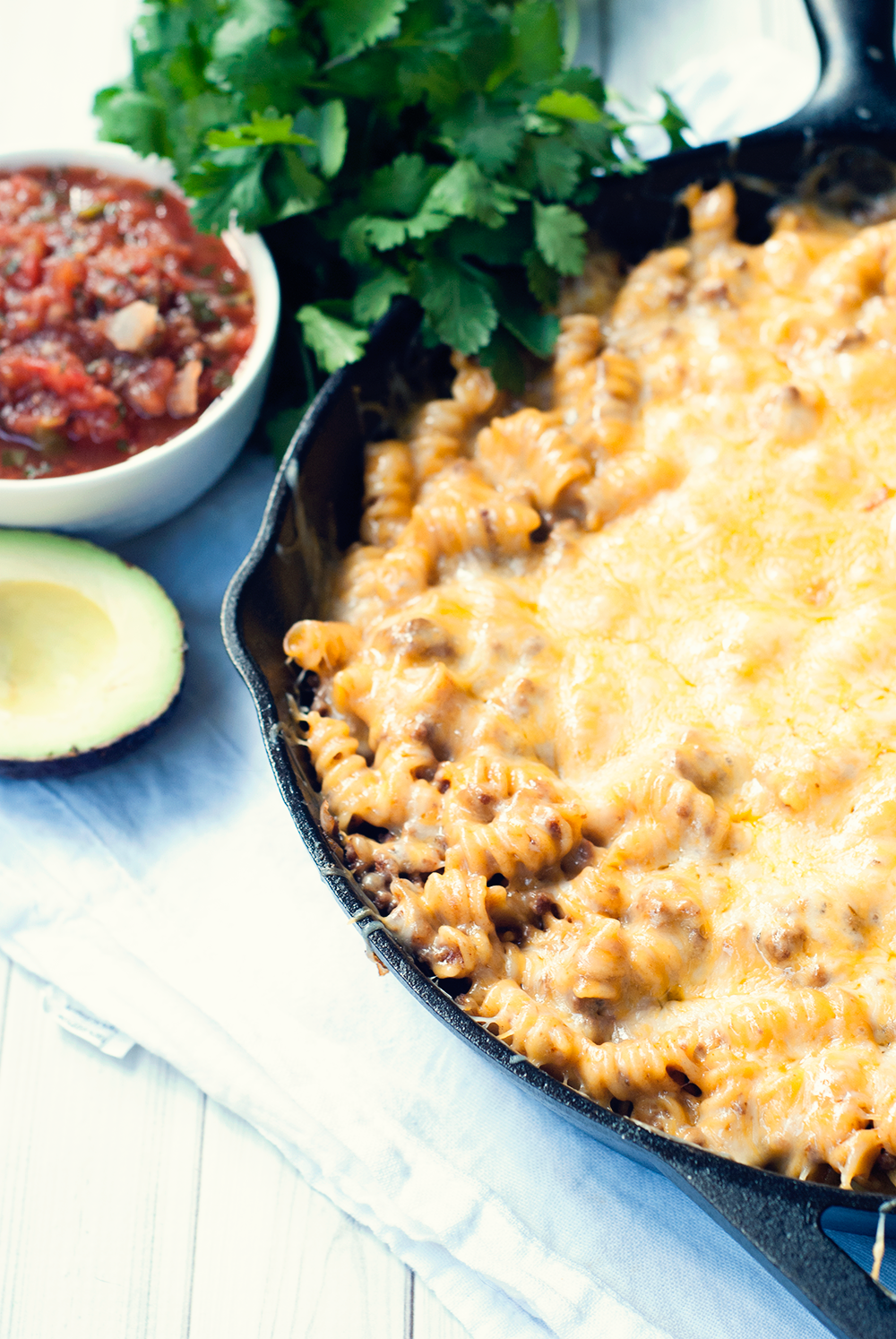 This one pot enchilada pasta proves that Mexican food means more than just tortillas! I could make this everyday, it's so delicious!