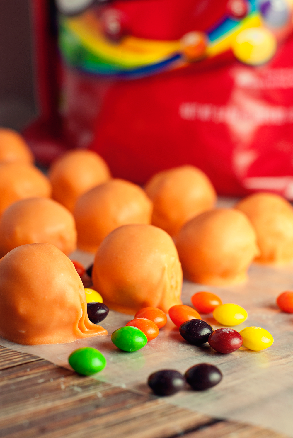 Get ready to party for your next gameday get-together with these amazingly simple basketball cake balls! Delicious, fun, and there's a surprise inside!