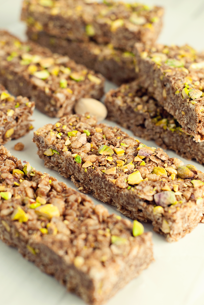 Make a delicious and healthy snack in minutes with these no-bake chocolate nut butter granola bars!