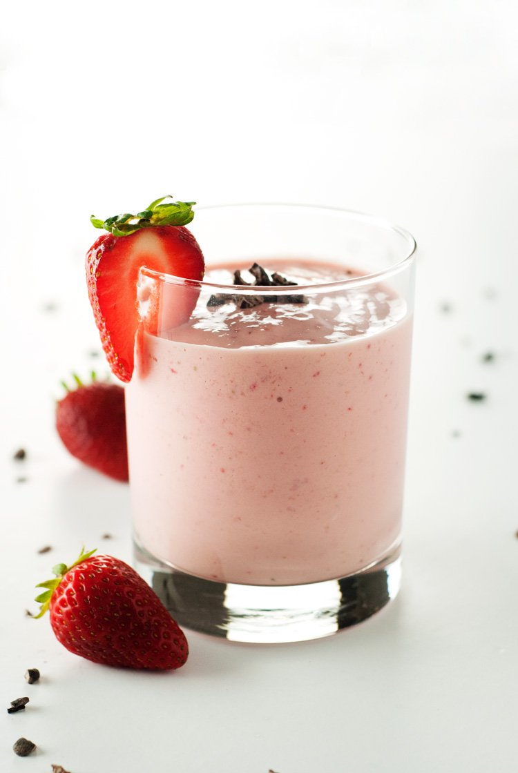 Strawberry Mango Smoothie | asimplepantry.com