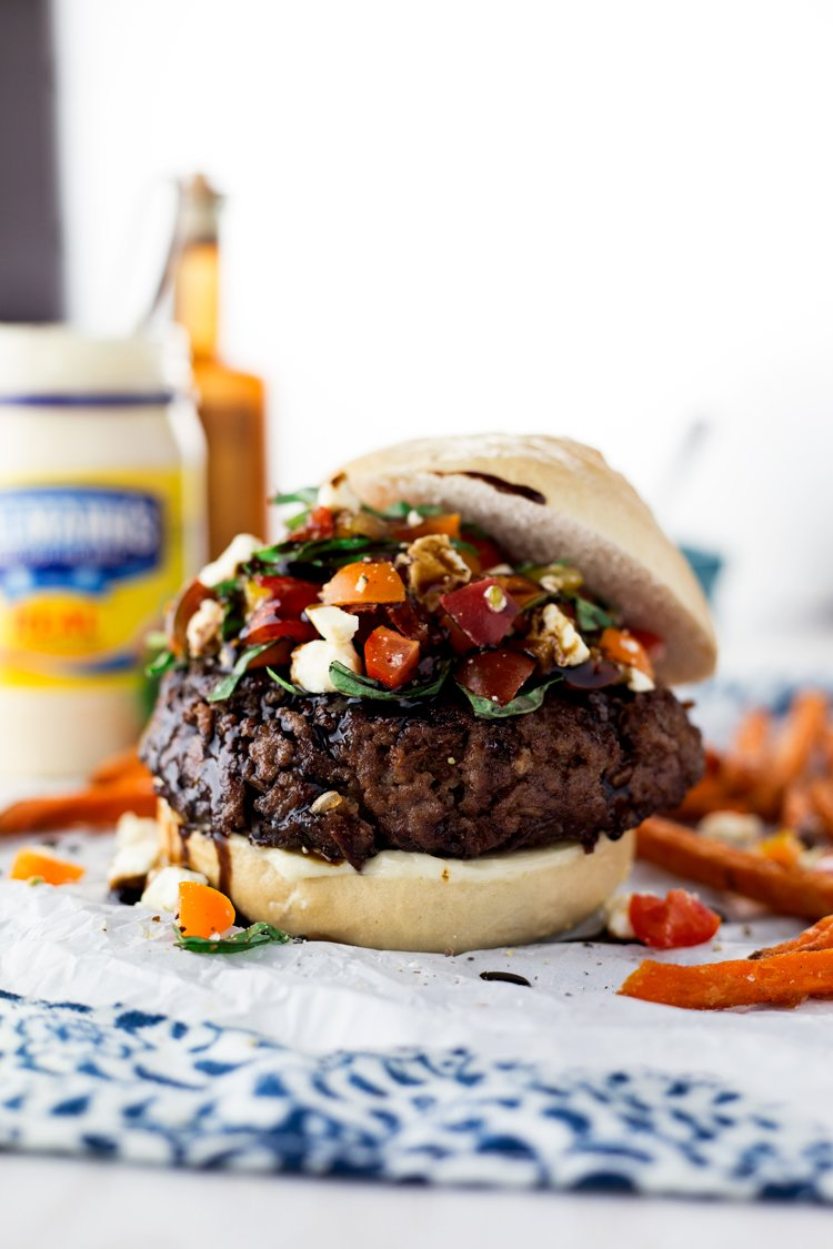 We're taking the basic burger to the next level with this amazing Easy Bruschetta Burger! Dinner just got delicious, in under 30 minutes! | asimplepantry.com