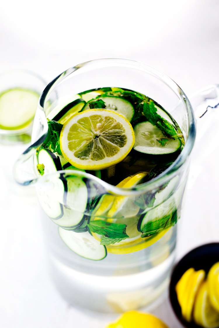 Your body will thank you when you whip up this amazing Lemon Cucumber Detox Water! | asimplepantry.com