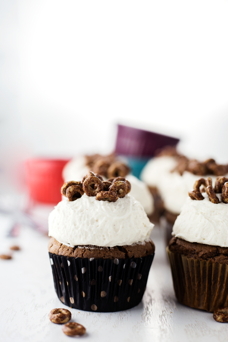 You know you want some of this Chocolate Churro Cupcake goodness! Topped with a Cinnamon Buttercream, this decadently delicious treat begs to be eaten! | asimplepantry.com