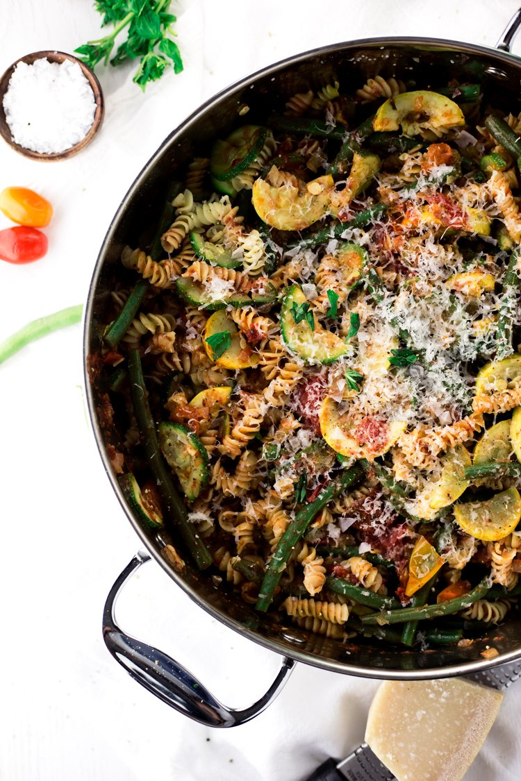 A perfect dish to get through a hot day, whip up this Summer Vegetable One Pot Pasta and be ready to eat in just 20 minutes!   asimplepantry.com