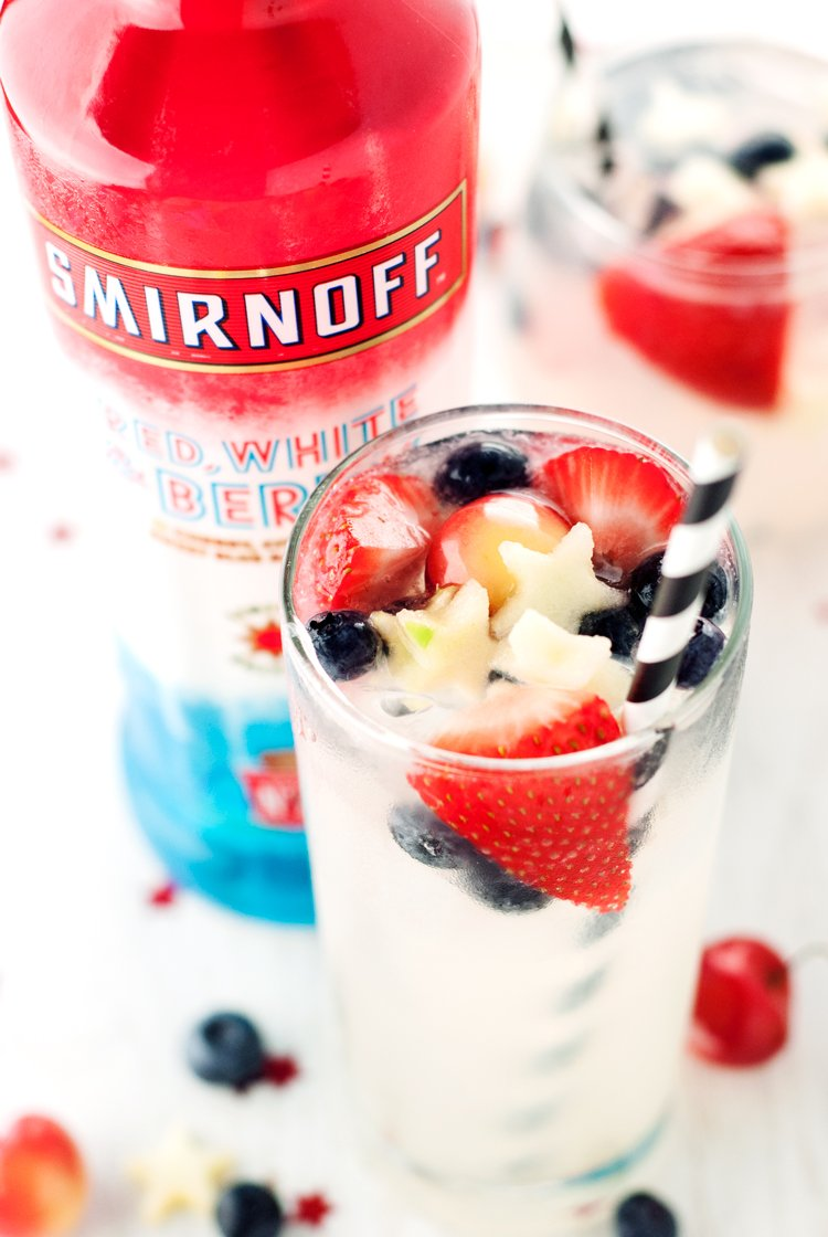 Show your spirit this Olympics by indulging in this simply delicious Patriotic Vodka Lemonade Spritzer! | asimplepantry.com