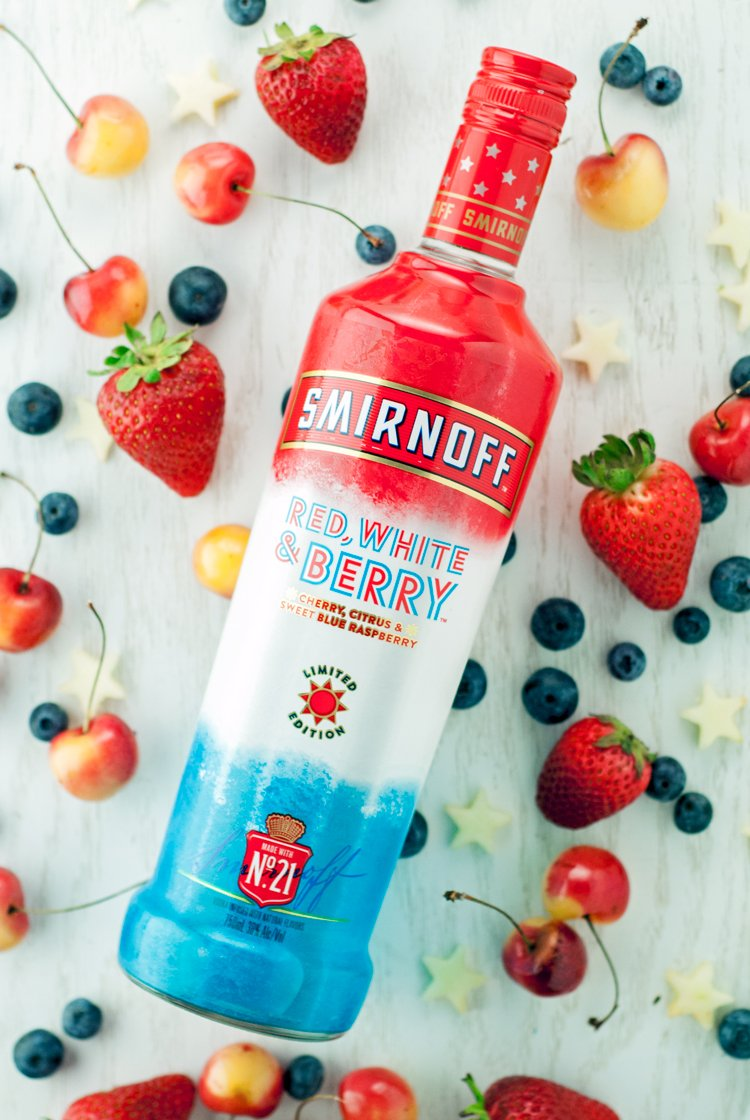Show your spirit this Olympics by indulging in this simply delicious Patriotic Vodka Lemonade Spritzer!   asimplepantry.com