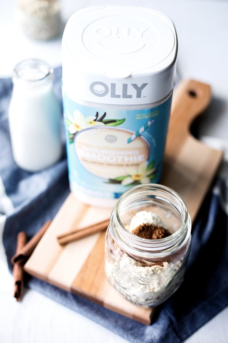 Have a delicious breakfast or even dessert when you whip up this amazing Cinnamon Roll Overnight Oats recipe! All the flavor without all the baking! | asimplepantry.com