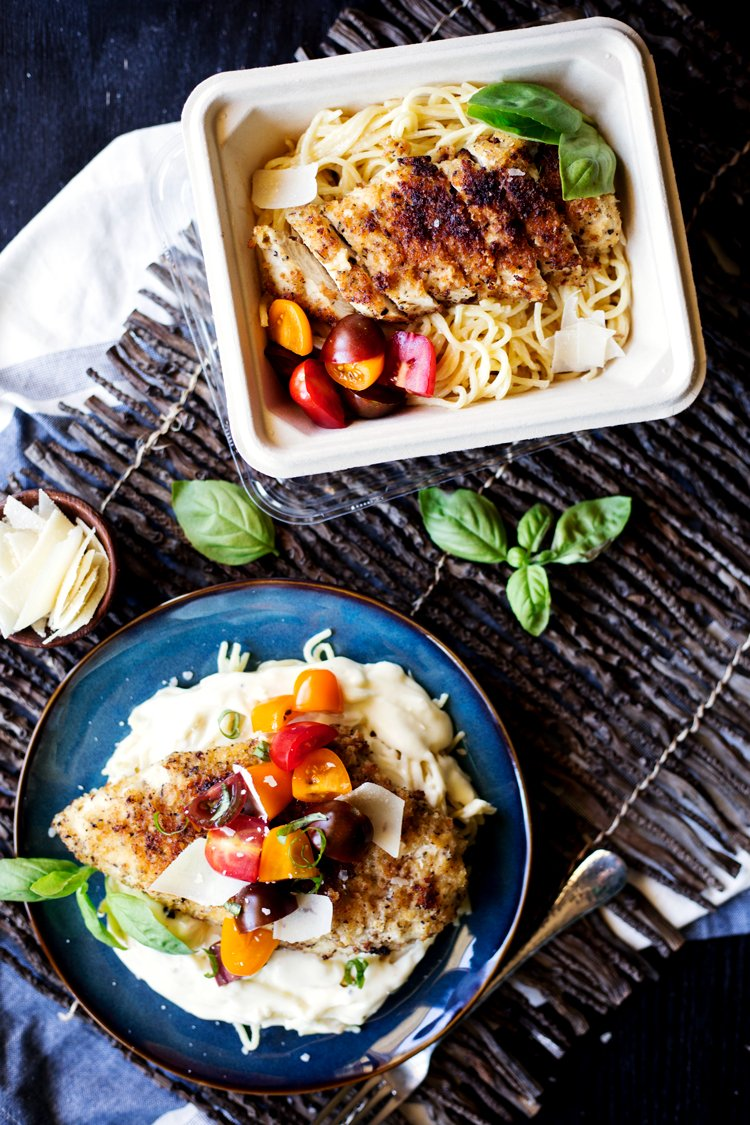 Perfect for fall, this dinner has amazing flavor, so get to cooking this Creamy Asiago Chicken Pasta today! | asimplepantry.com