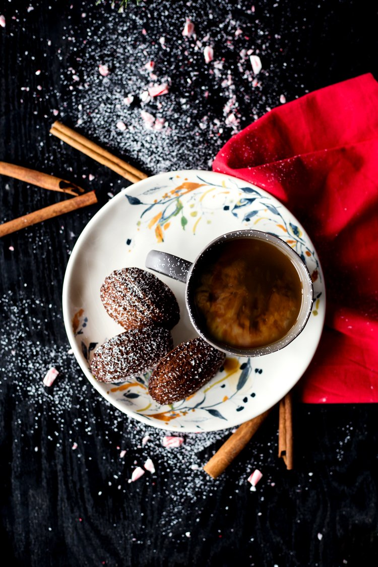 Enjoy a hot cup of coffee with these Chocolate Peppermint French Madeleines and enjoy the season deliciously! | asimplepantry.com
