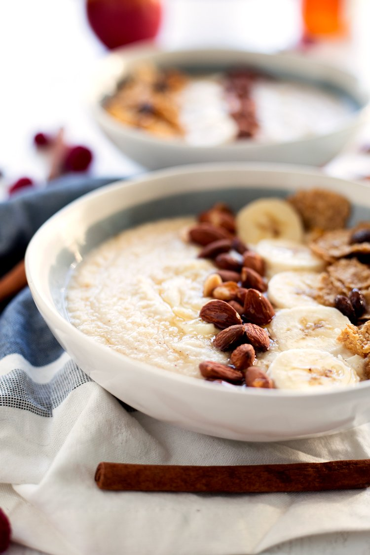Whether you're aiming for healthy eating or not, this super simple spiced apple & pear winter smoothie bowl has you covered with nutritious goodness and flavor like you would not believe! Read in 5 minutes, breakfast is served! | asimplepantry.com