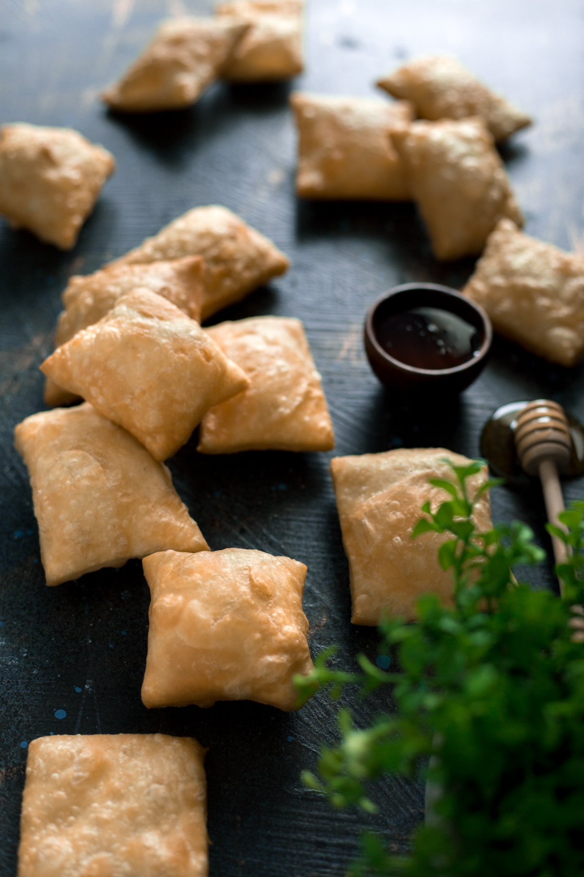 If you're looking for easy recipes for dessert, then you must make these New Mexico Style Sopapillas today! Fluffy, crispy, and perfect with honey! | asimplepantry.com