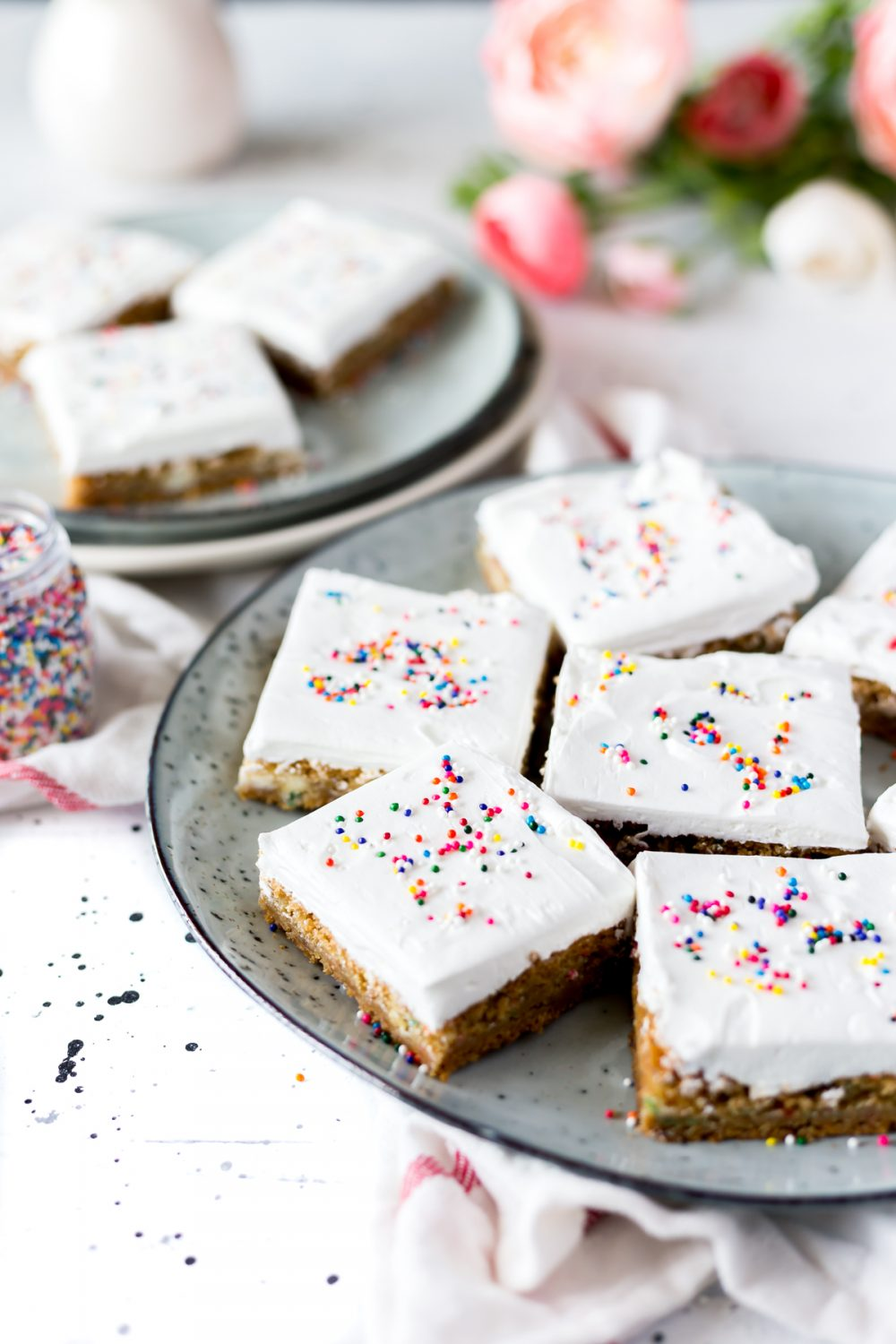 Who couldn't use some Frosted Funfetti Birthday Cake Cookie Bars in their life? Put this dessert in your easy recipes arsenal and enjoy! | asimplepantry.com