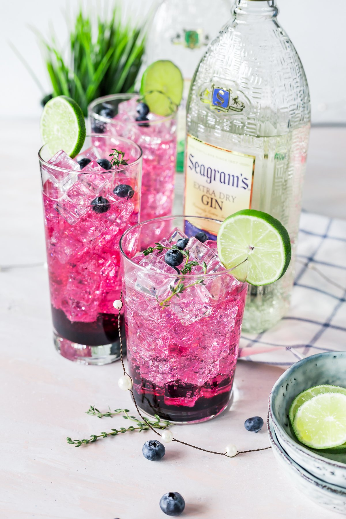 You need to add this Blueberry Thyme Gin Smash to your arsenal of easy cocktail recipes; it's perfect for parties, or just hanging with friends on a warm sunny day! | asimplepantry.com