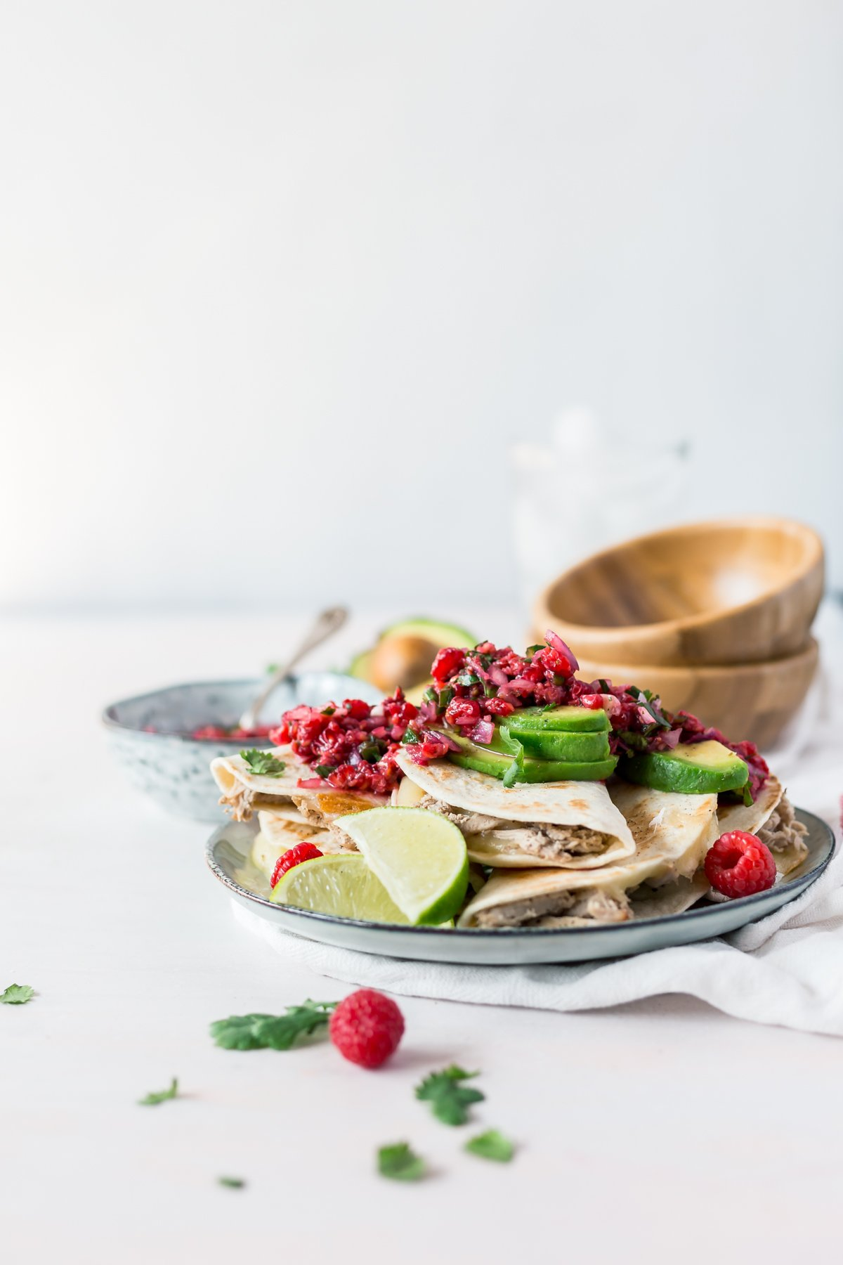 In terms of easy Mexican recipes, these quick and tasty pulled pork quesadilla tacos with spicy raspberry salsa are ready in 30 minutes! Dinner is served! | asimplepantry.com