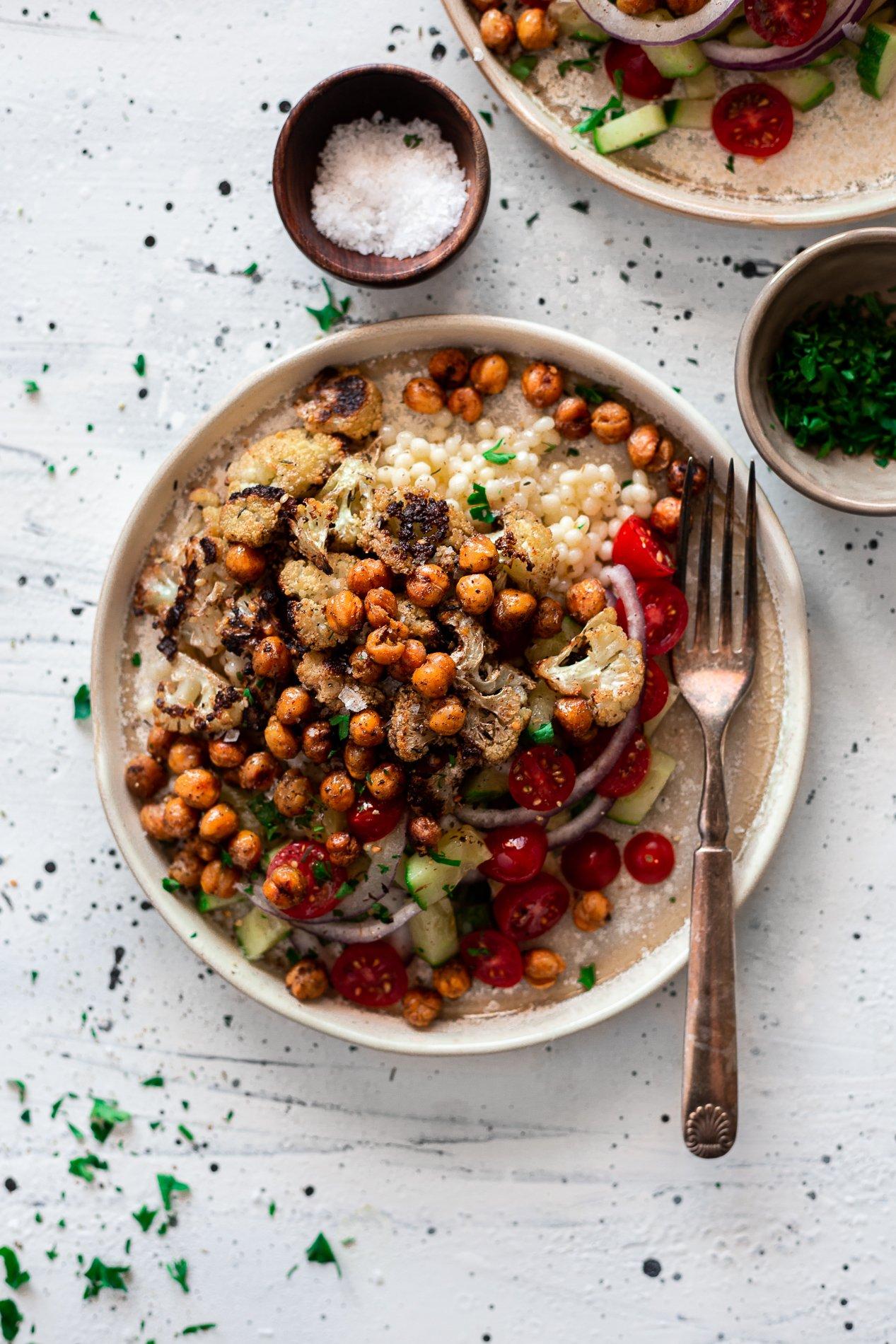 overhead view of za'atar chickpea vegan buddha bowl from minnesota food blogger asimplepantry